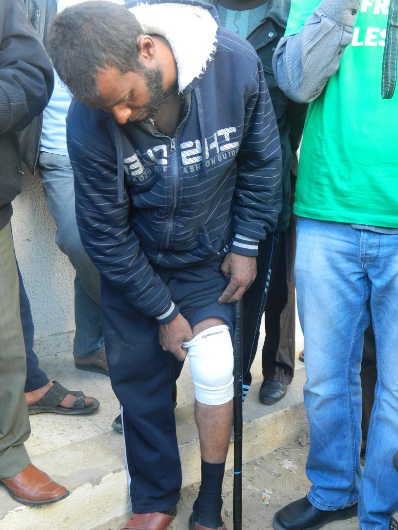 Mahmoud a reçu une balle dans le genou