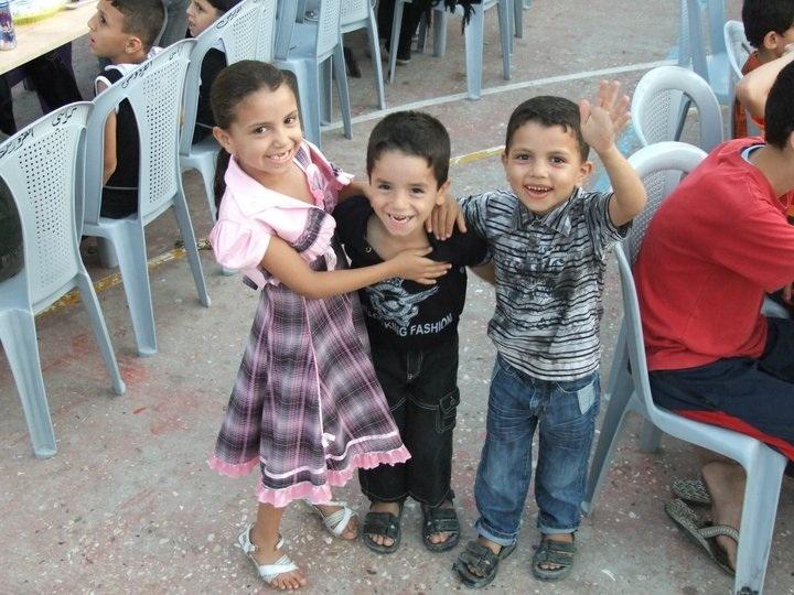 Repas au camp de réfugiés de Maghazi