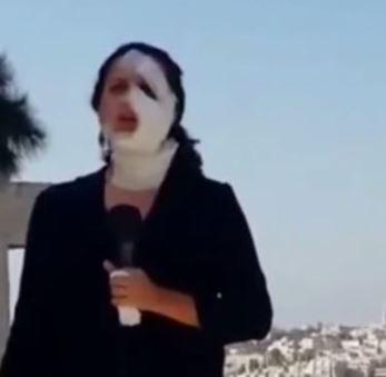 Journaliste blessée revenant à l'antenne